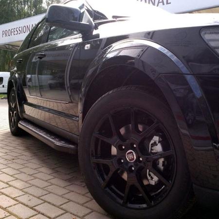 01655911 Stopnie boczne, czarne - Jeep Cherokee KJ 2001-2006 (długość: 171 cm)
