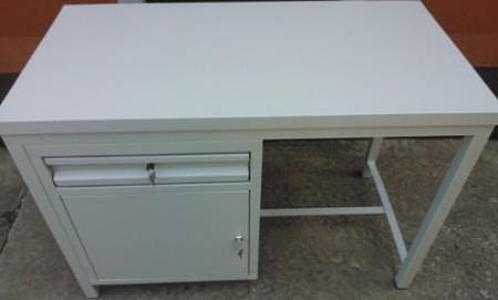 Stół montażowy, 1 szuflada, 1 szafka (wymiary: 1500x700x900 mm) 77156967